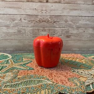 Tupperware Red Pepper Saver